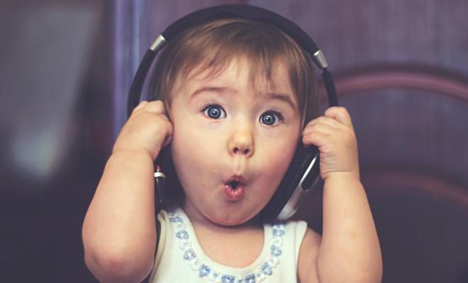 Ninni ve Müzik Dinleyerek Büyümenin Önemi