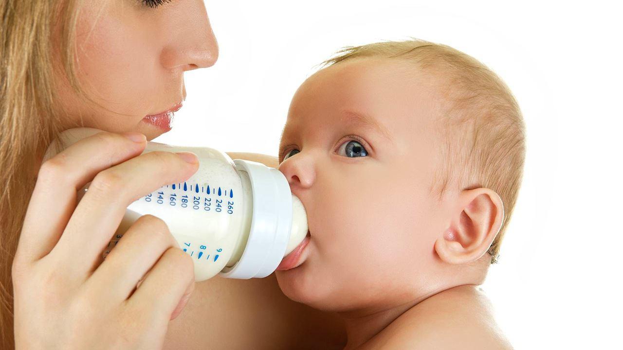 Bebeğinizin Yeterli Miktarda Anne Sütü Almadığını Nasıl Anlarsınız?